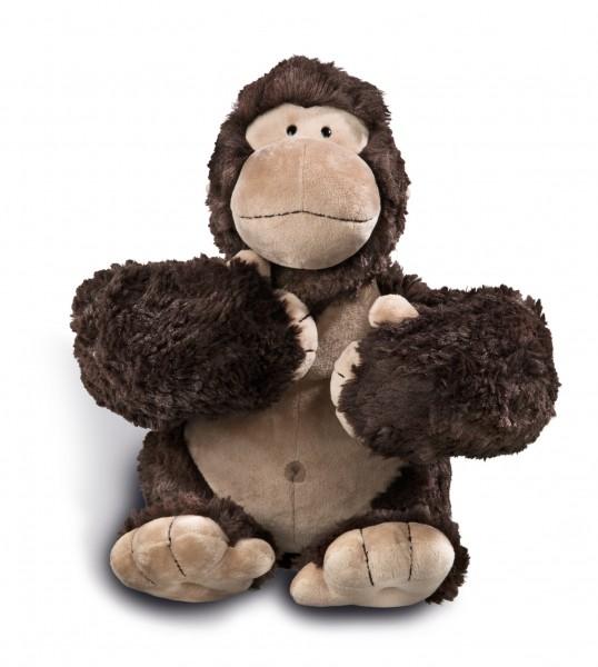 Nici 41697 Gorilla Torben sitzend ca 30cm mit Trommelbrust Plüsch in Geschenkbox