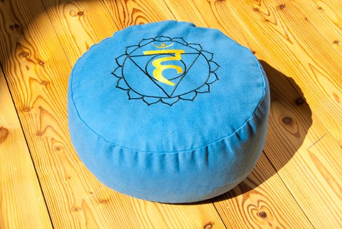 Berk YO-30-5 Kehlchakra Meditationskissen mit Buchweizen gefüllt ca 36x15cm